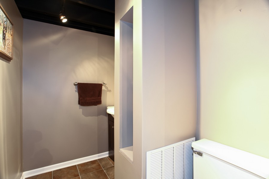 Real Estate Photography - 1525 Almond Ct, DOWNERS GROVE, IL, 60515 - 2nd Bathroom