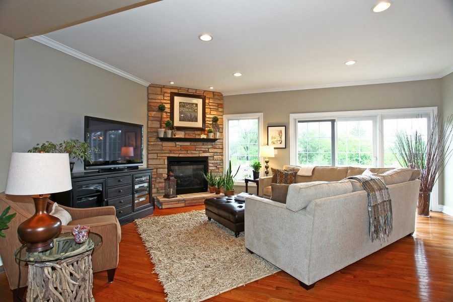 Real Estate Photography - 22W411 Crimson King LN, GLEN ELLYN, IL, 60137 - Living Room
