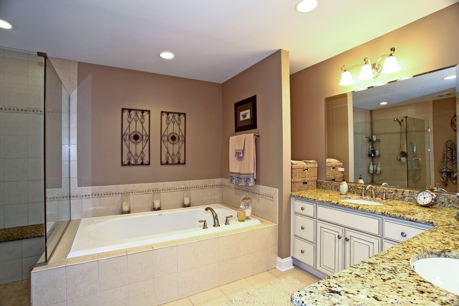 Real Estate Photography - 22W411 Crimson King LN, GLEN ELLYN, IL, 60137 - Master Bathroom
