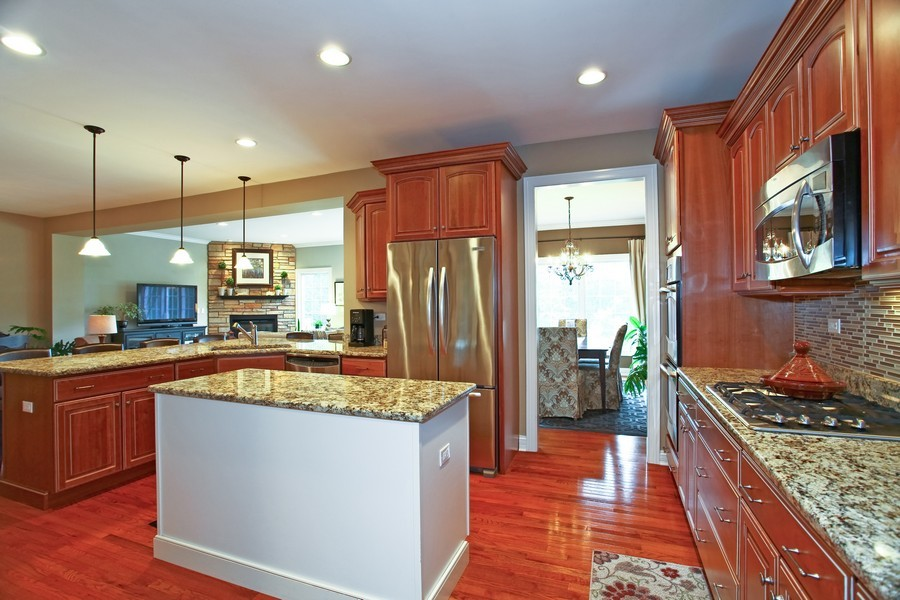 Real Estate Photography - 22W411 Crimson King LN, GLEN ELLYN, IL, 60137 - Kitchen