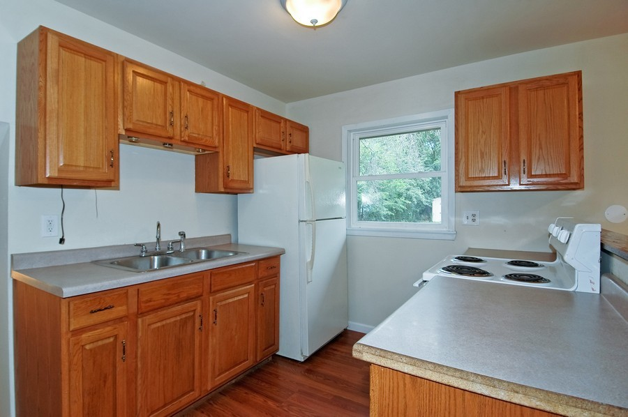 Real Estate Photography - 1013 Sheffield DR, CRYSTAL LAKE, IL, 60014 - Kitchen