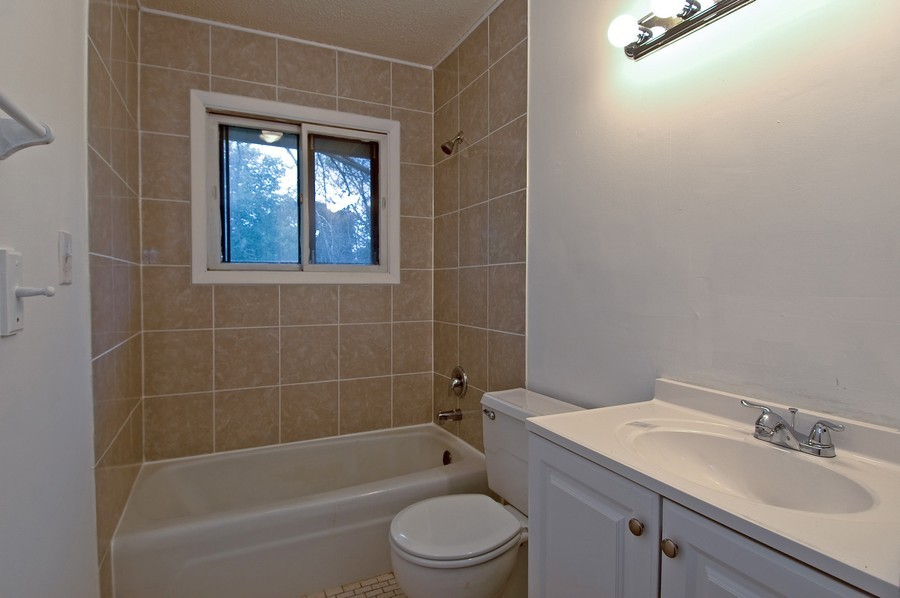 Real Estate Photography - 1013 Sheffield DR, CRYSTAL LAKE, IL, 60014 - Bathroom