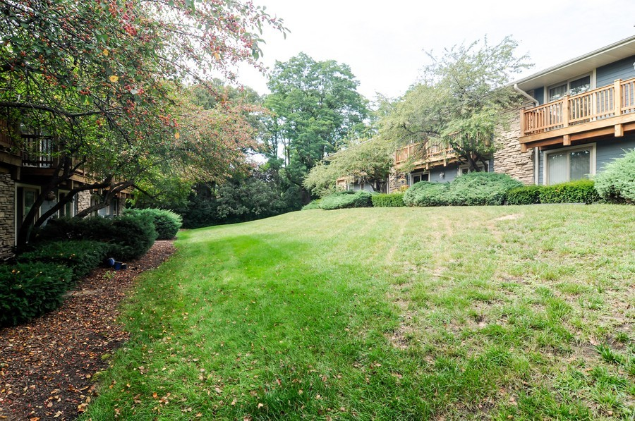 Real Estate Photography - 300 Opatrny Dr, Unit 205, Fox River Grove, IL, 60021 - Courtyard