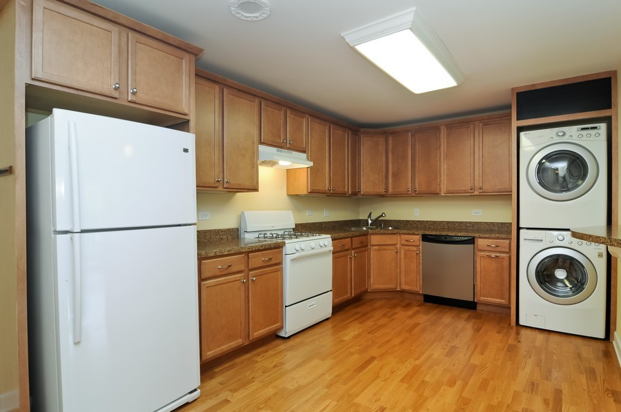 Real Estate Photography - 300 Opatrny Dr, Unit 205, Fox River Grove, IL, 60021 - Kitchen