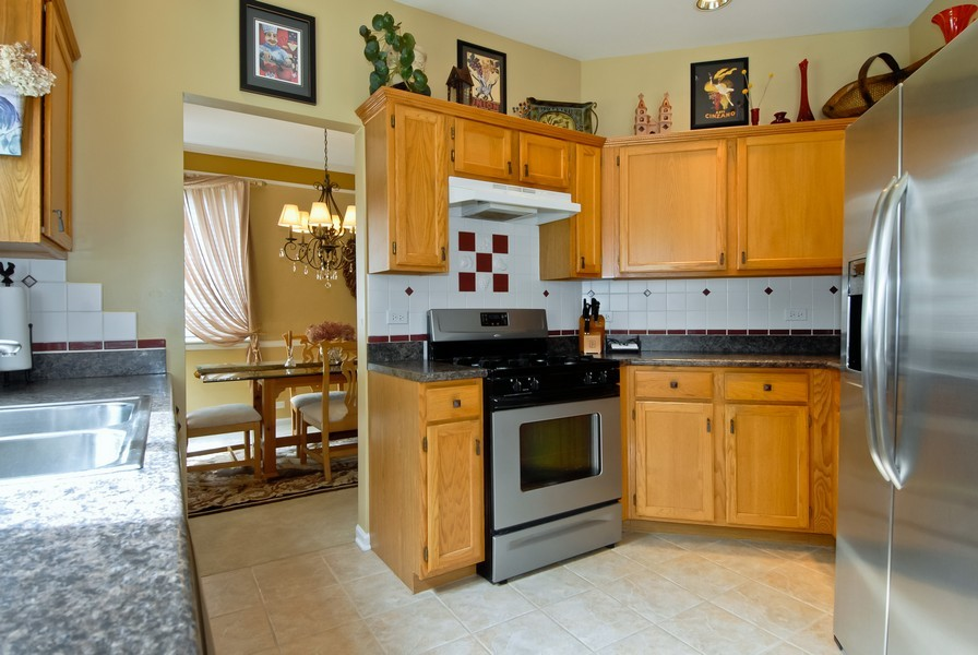 Real Estate Photography - 618 Pinehurst Dr, North Aurora, IL, 60542 - Kitchen