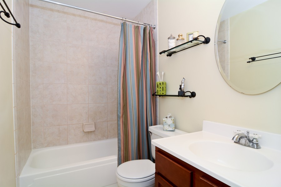 Real Estate Photography - 315 Hempstead LN, BLOOMINGDALE, IL, 60108 - Master Bathroom