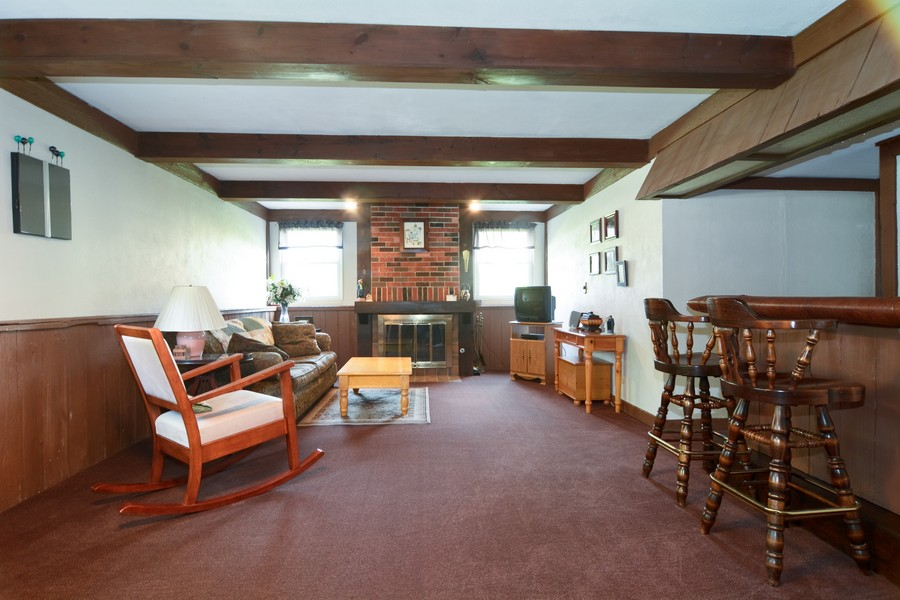 Real Estate Photography - 315 Hempstead LN, BLOOMINGDALE, IL, 60108 - Family Room