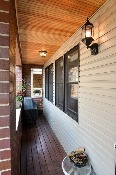 Real Estate Photography - 2512 North Racine Ave, D, CHICAGO, IL, 60614 - Porch