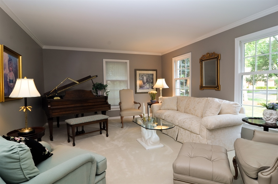Real Estate Photography - 1215 Meadow Way, BARRINGTON, IL, 60010 - Living Room