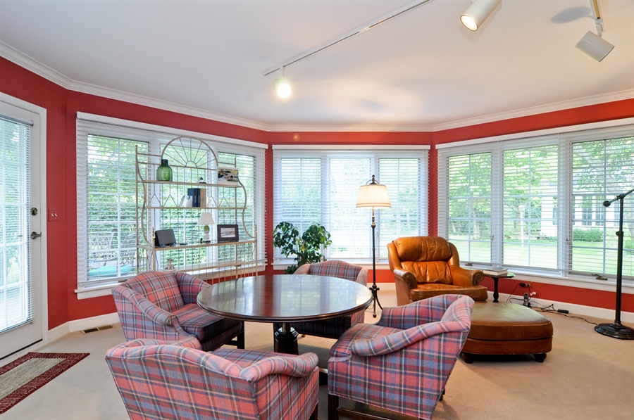 Real Estate Photography - 1215 Meadow Way, BARRINGTON, IL, 60010 - Location 1