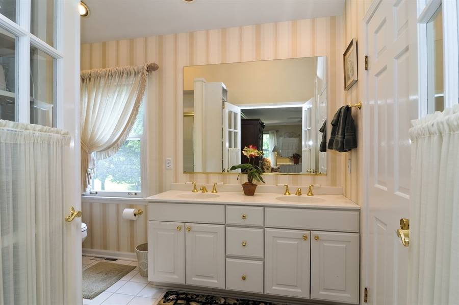 Real Estate Photography - 1215 Meadow Way, BARRINGTON, IL, 60010 - Master Bathroom