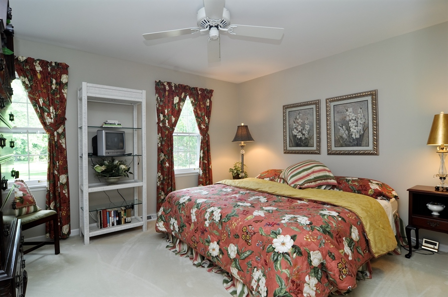 Real Estate Photography - 1215 Meadow Way, BARRINGTON, IL, 60010 - 2nd Bedroom