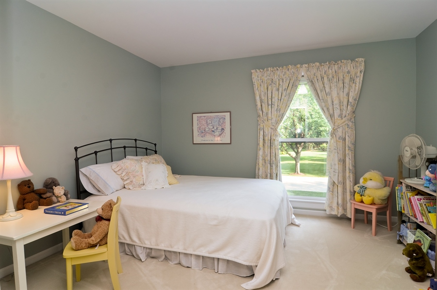 Real Estate Photography - 1215 Meadow Way, BARRINGTON, IL, 60010 - 3rd Bedroom