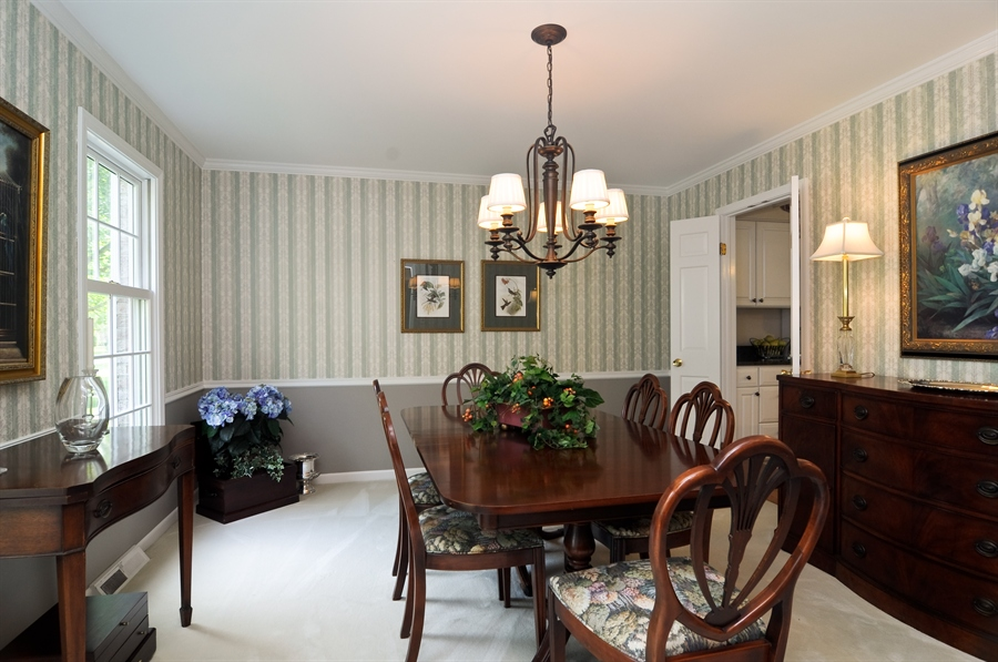 Real Estate Photography - 1215 Meadow Way, BARRINGTON, IL, 60010 - Dining Room
