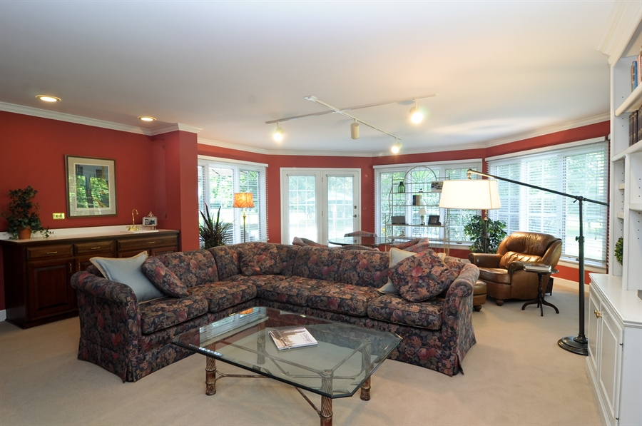 Real Estate Photography - 1215 Meadow Way, BARRINGTON, IL, 60010 - Family Room