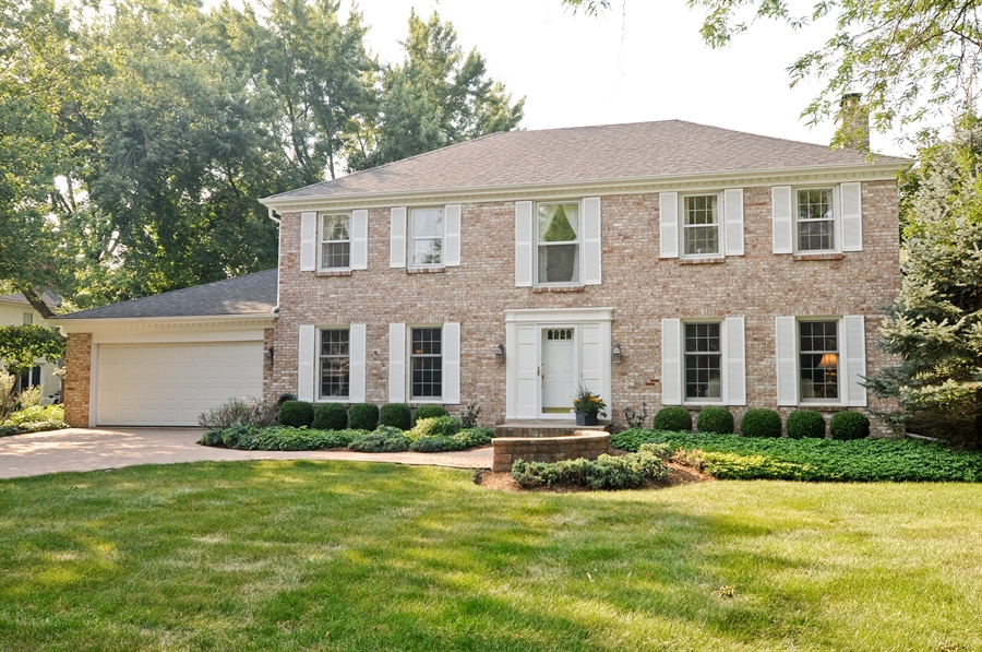 Real Estate Photography - 1215 Meadow Way, BARRINGTON, IL, 60010 - Front View