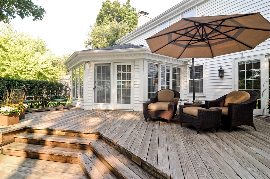 Real Estate Photography - 1215 Meadow Way, BARRINGTON, IL, 60010 - Deck
