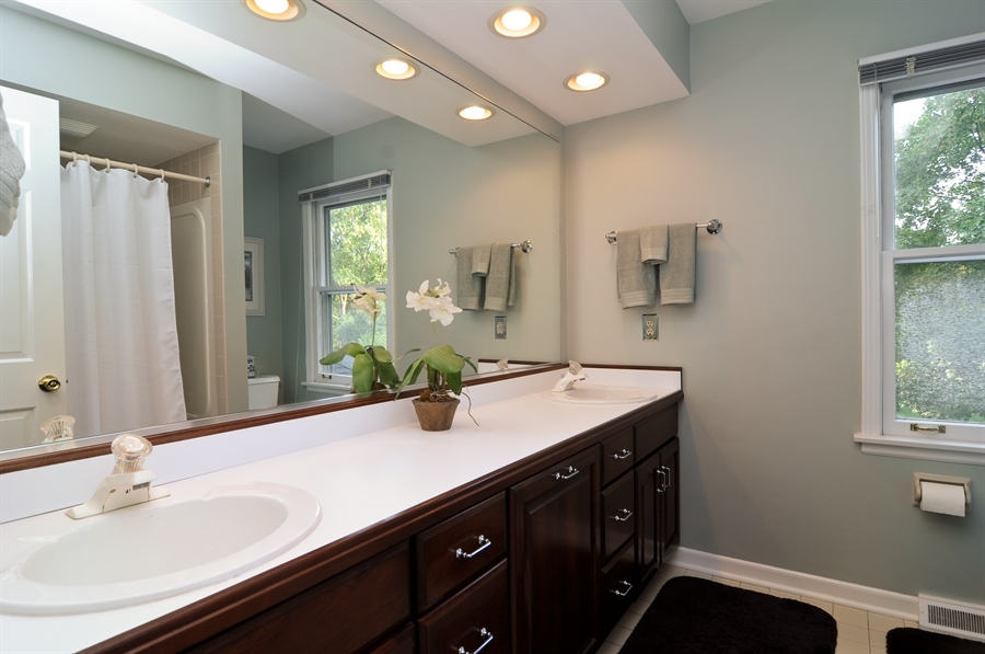 Real Estate Photography - 1215 Meadow Way, BARRINGTON, IL, 60010 - 2nd Bathroom