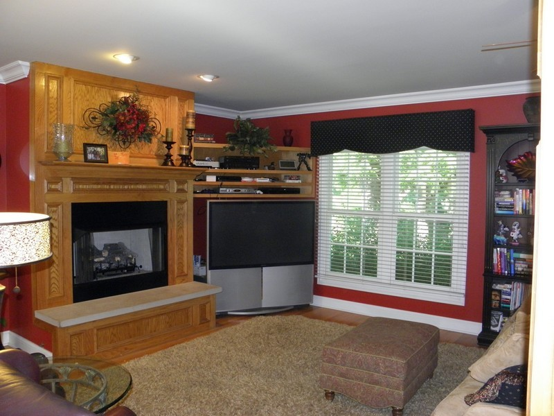 Real Estate Photography - 6105 Raintree, Crystal Lake, IL, 60014 - Family Room