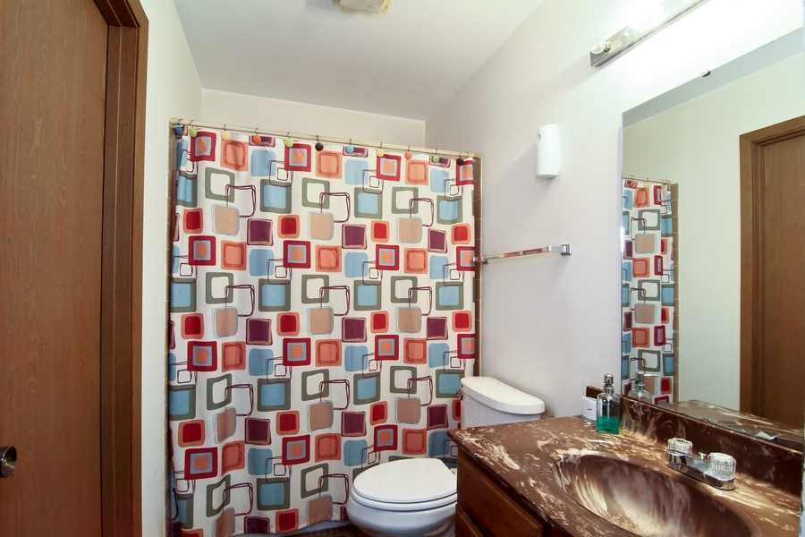 Real Estate Photography - 2725 Meadowdale Ln, WOODRIDGE, IL, 60517 - Bathroom