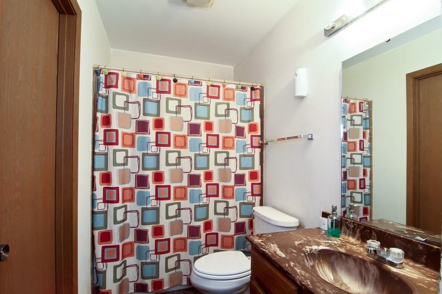 Real Estate Photography - 2725 Meadowdale Ln, WOODRIDGE, IL, 60517 - Bathroom