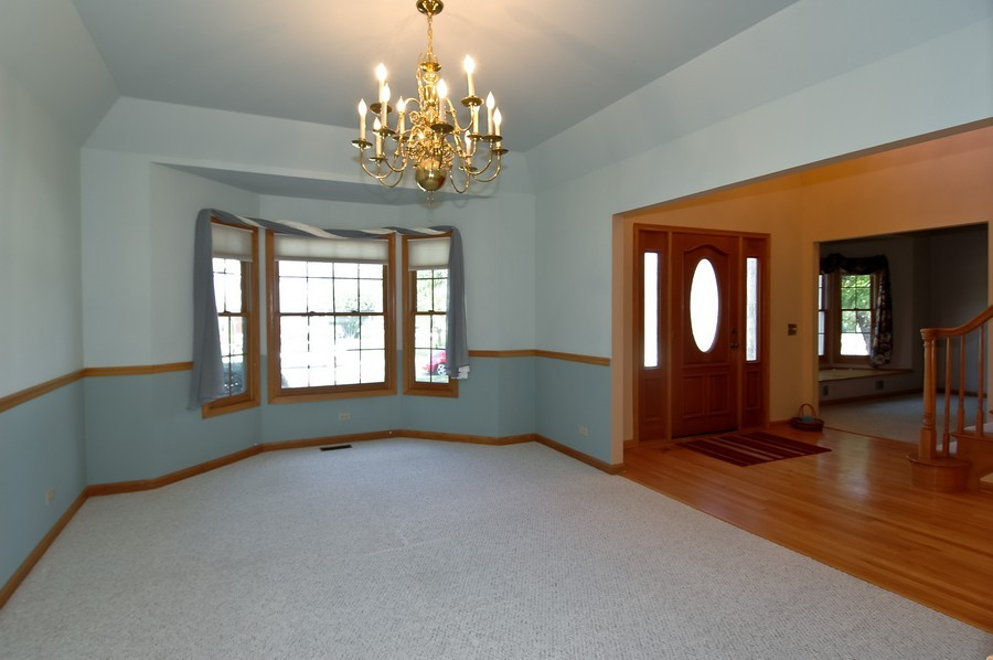 Real Estate Photography - 1143 Palmer CT, CRYSTAL LAKE, IL, 60014 - Foyer/Living Room
