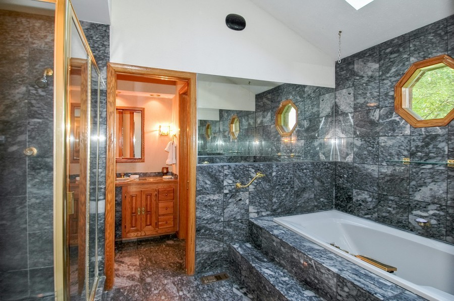 Real Estate Photography - 27148 West Lakeview DR, LAKE BARRINGTON, IL, 60010 - Master Bathroom