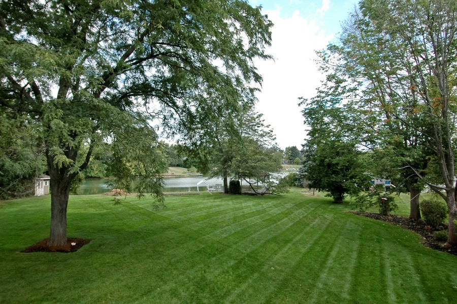 Real Estate Photography - 27148 West Lakeview DR, LAKE BARRINGTON, IL, 60010 - Back Yard
