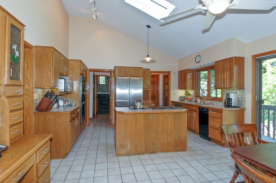 Real Estate Photography - 27148 West Lakeview DR, LAKE BARRINGTON, IL, 60010 - Kitchen