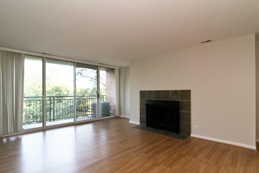 Real Estate Photography - 5820 Oakwood DR, 4A, LISLE, IL, 60532 - Living Room