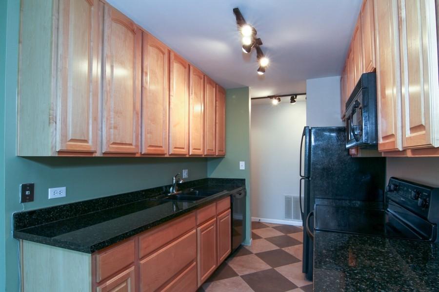 Real Estate Photography - 5820 Oakwood DR, 4A, LISLE, IL, 60532 - Kitchen