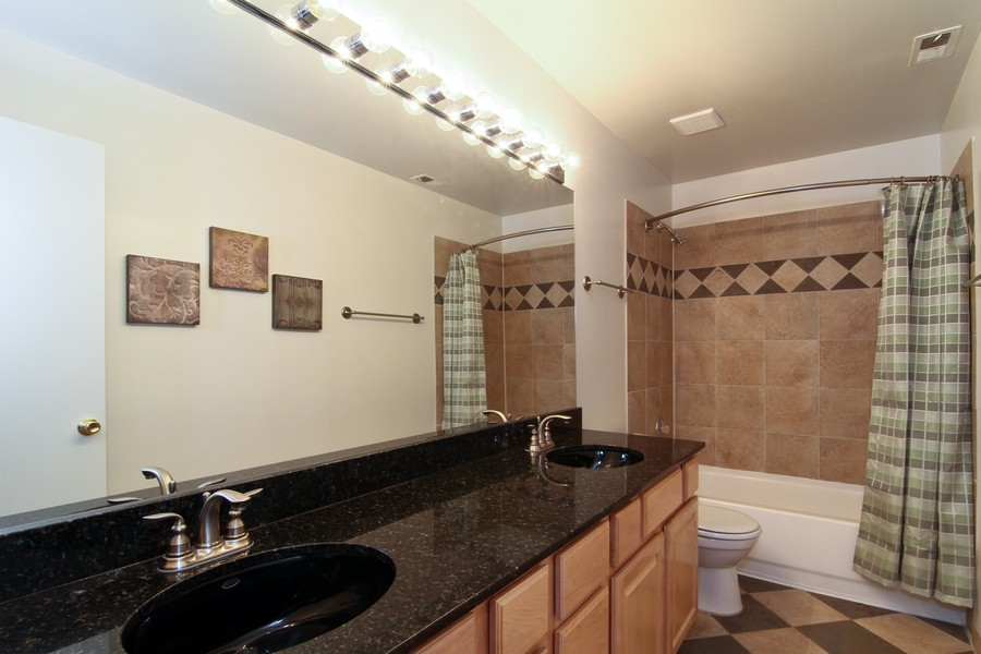 Real Estate Photography - 5820 Oakwood DR, 4A, LISLE, IL, 60532 - Bathroom