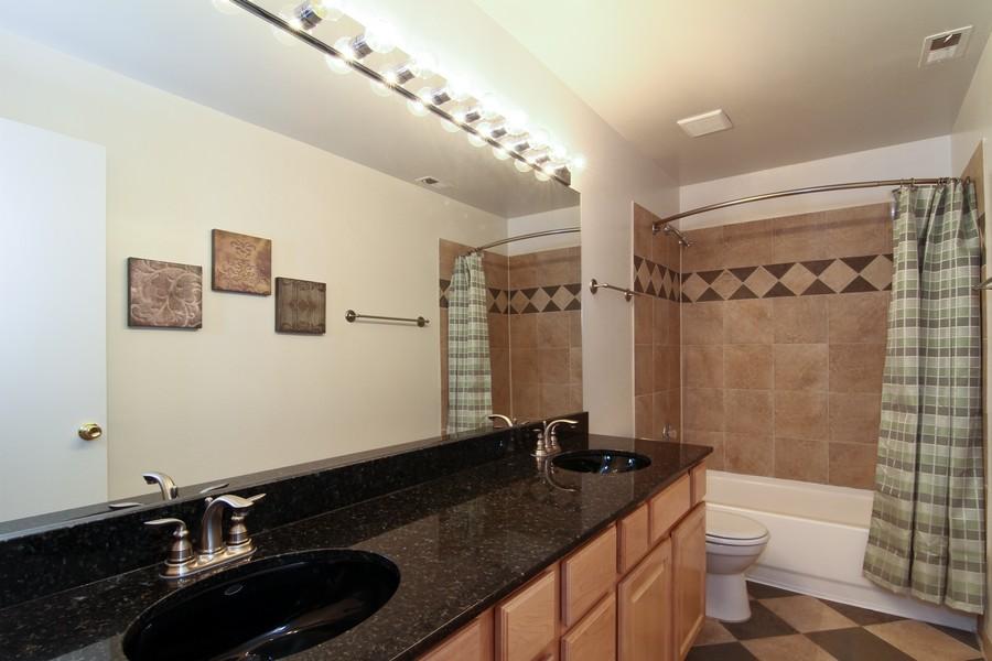 Real Estate Photography - 5820 Oakwood DR, 4A, LISLE, IL, 60532 - Bathroom