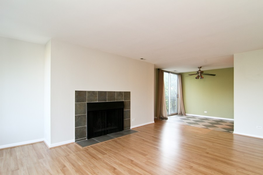 Real Estate Photography - 5820 Oakwood DR, 4A, LISLE, IL, 60532 - Living Room / Dining Room