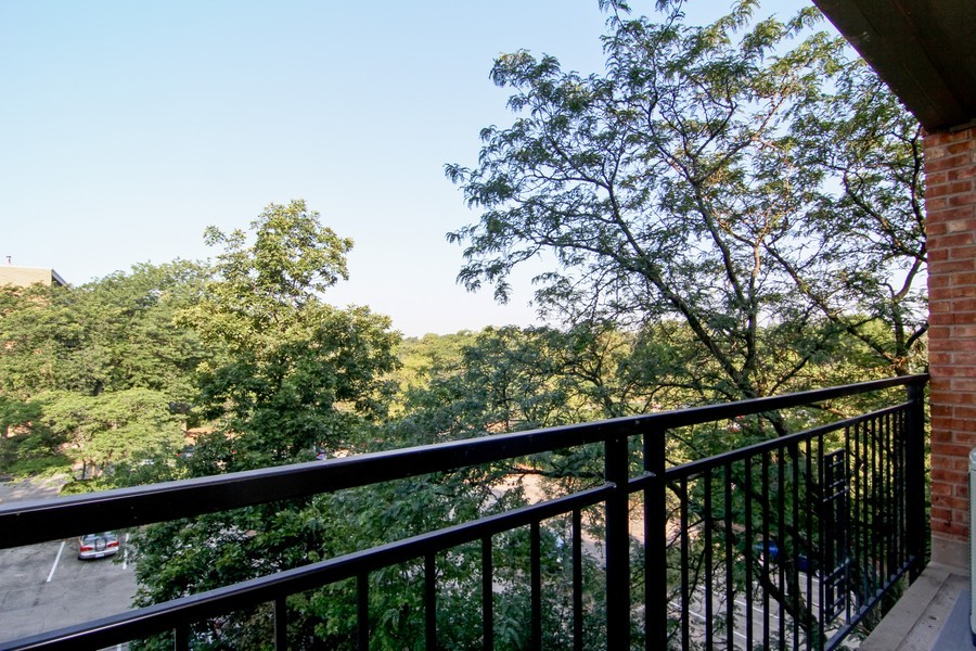 Real Estate Photography - 5820 Oakwood DR, 4A, LISLE, IL, 60532 - Balcony