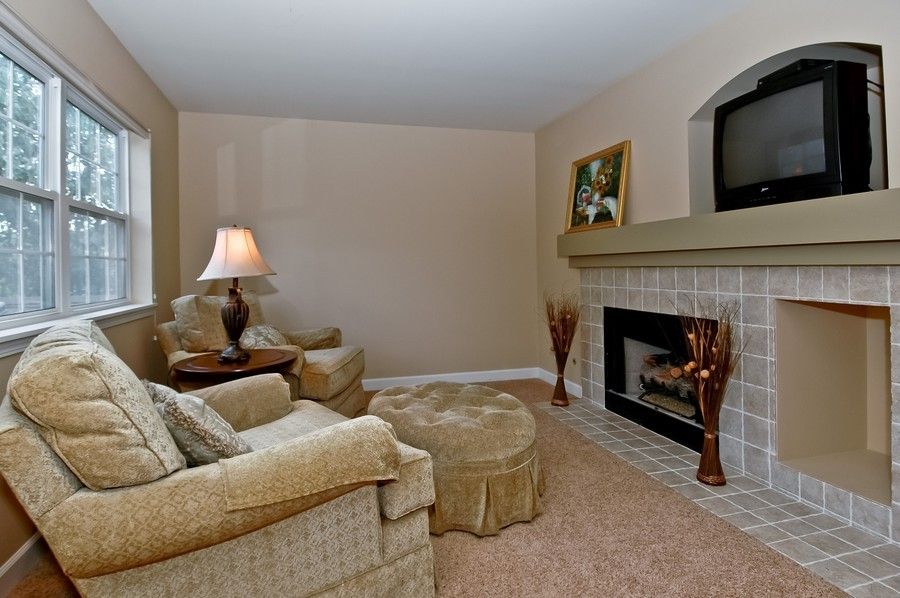 Real Estate Photography - 430 Wentworth Cir, CARY, IL, 60013 - Location 1
