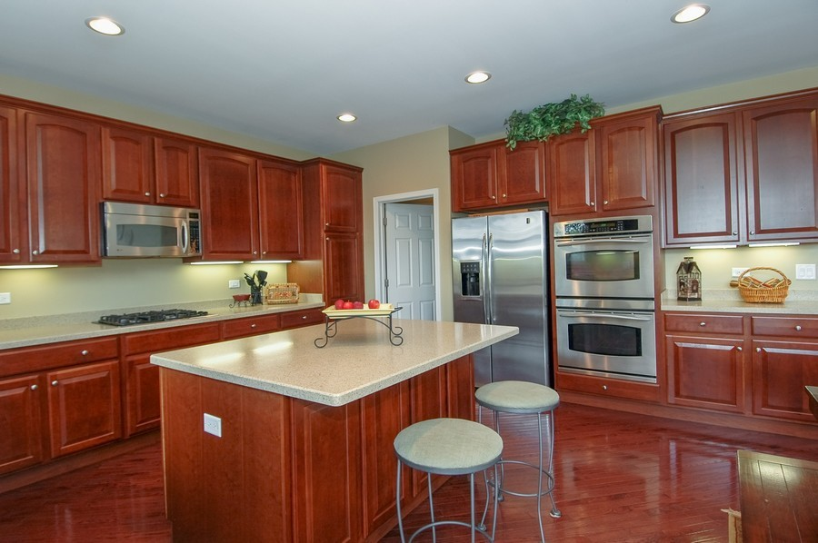 Real Estate Photography - 430 Wentworth Cir, CARY, IL, 60013 - Kitchen