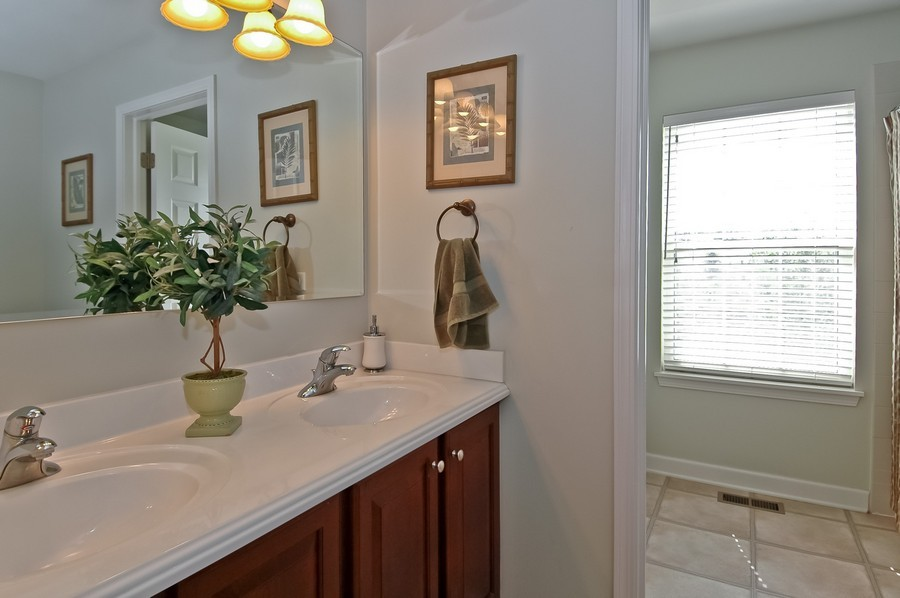 Real Estate Photography - 430 Wentworth Cir, CARY, IL, 60013 - 2nd Bathroom