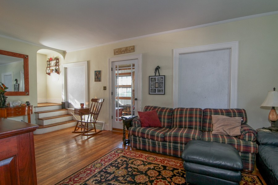 Real Estate Photography - 339 Cottage Ave., Glen Ellyn, IL, 60137 - Living Room