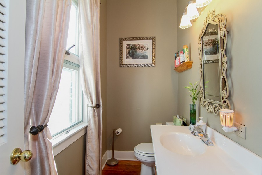 Real Estate Photography - 339 Cottage Ave., Glen Ellyn, IL, 60137 - Bathroom