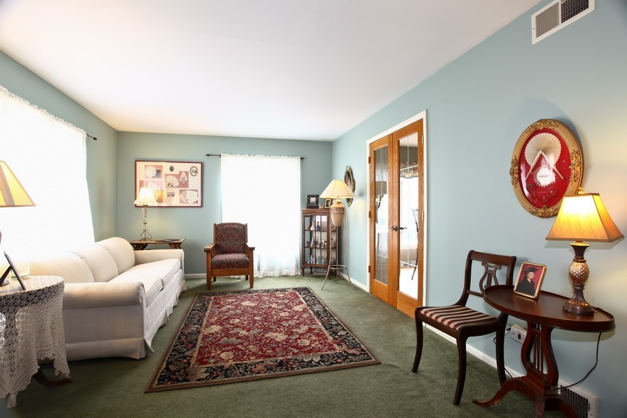 Real Estate Photography - 312 Spring Ave., GLEN ELLYN, IL, 60137 - Living Room