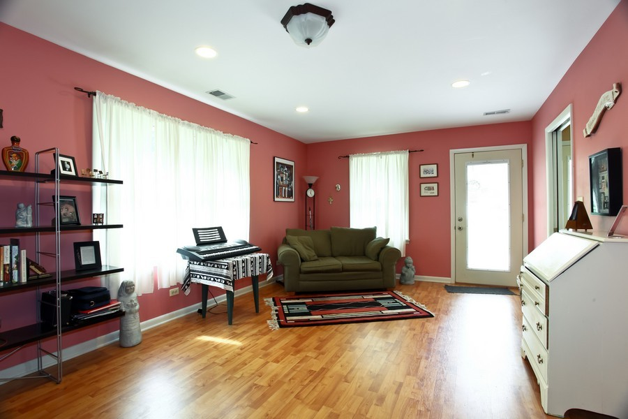 Real Estate Photography - 312 Spring Ave., GLEN ELLYN, IL, 60137 - Family Room