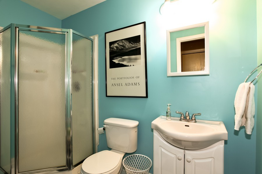 Real Estate Photography - 312 Spring Ave., GLEN ELLYN, IL, 60137 - 2nd Bathroom