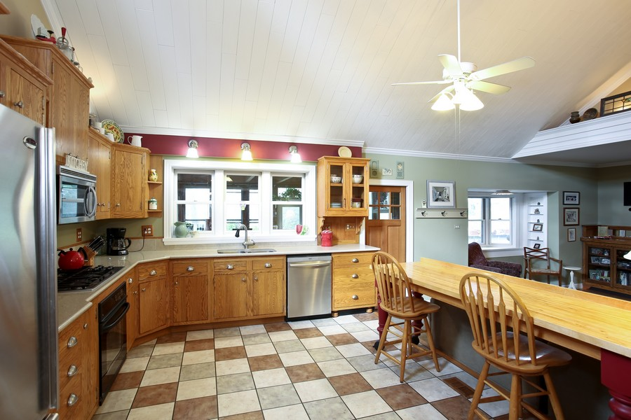 Real Estate Photography - 3230 Drew ST, DOWNERS GROVE, IL, 60515 - Kitchen