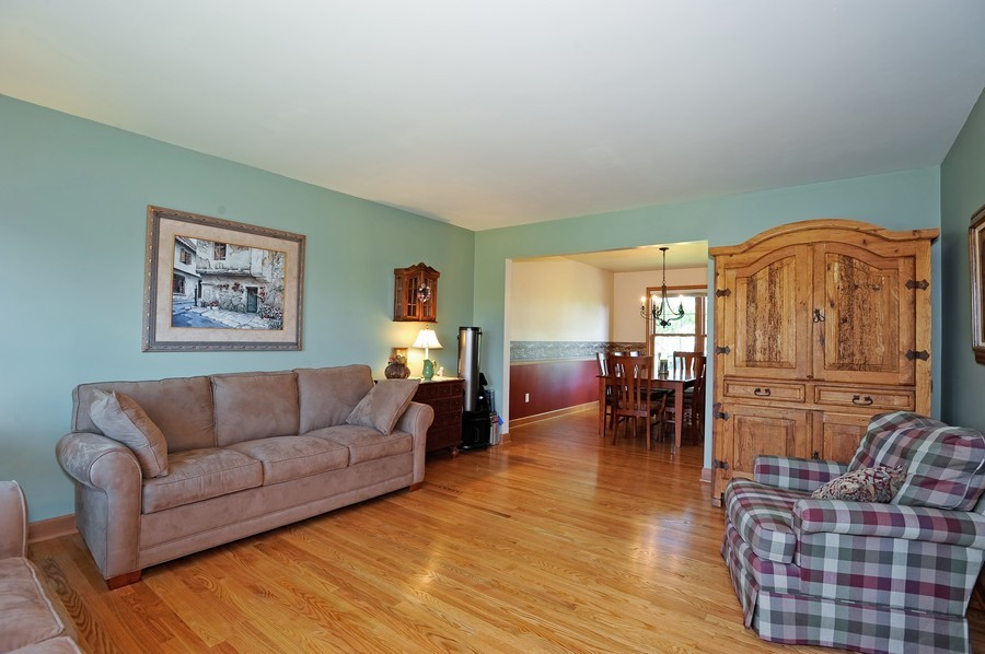 Real Estate Photography - 799 Parker Ct, GENEVA, IL, 60134 - Living Room