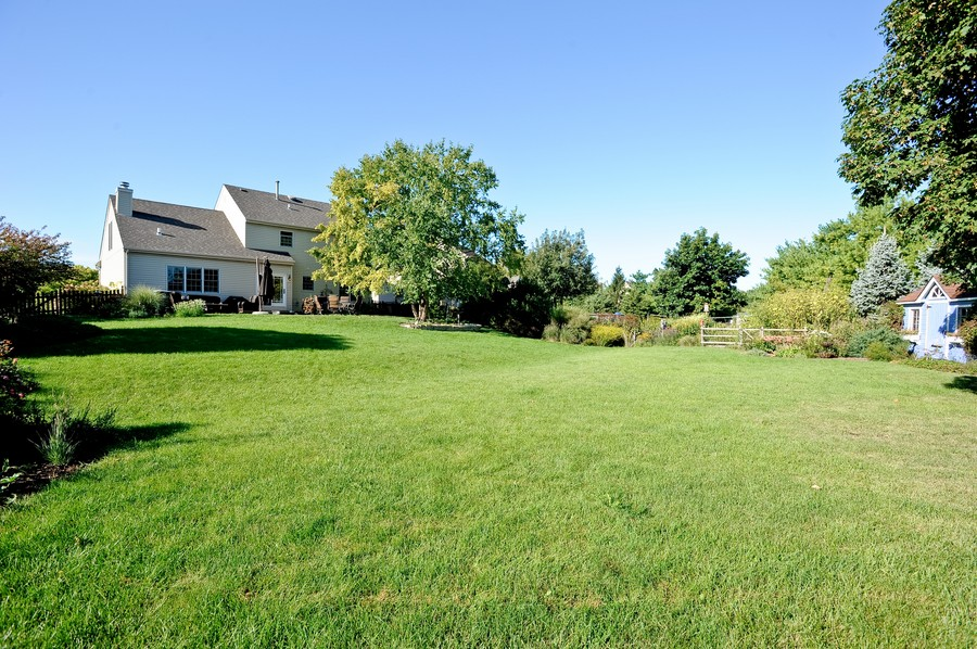 Real Estate Photography - 799 Parker Ct, GENEVA, IL, 60134 - Back Yard