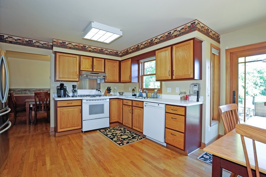 Real Estate Photography - 799 Parker Ct, GENEVA, IL, 60134 - Kitchen