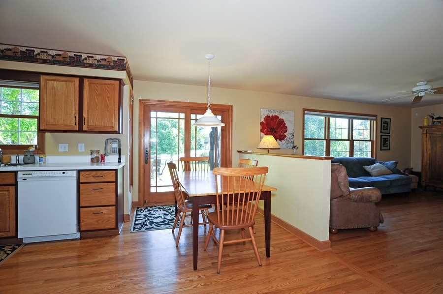 Real Estate Photography - 799 Parker Ct, GENEVA, IL, 60134 - Family Room / Kitchen