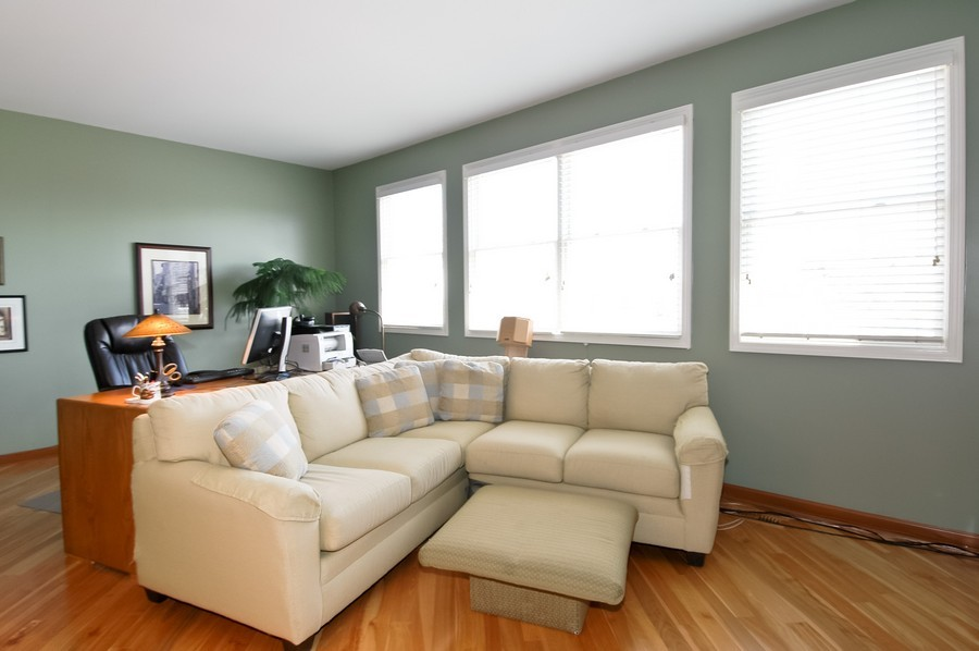 Real Estate Photography - 9165 Falcon Greens Dr, Lakewood, IL, 60014 - Living Room