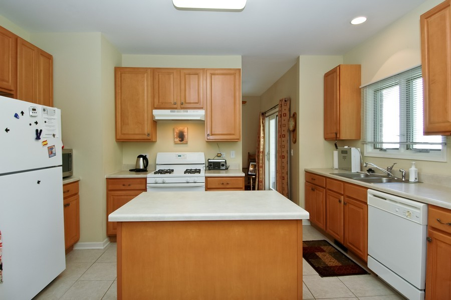 Real Estate Photography - 9165 Falcon Greens Dr, Lakewood, IL, 60014 - Kitchen
